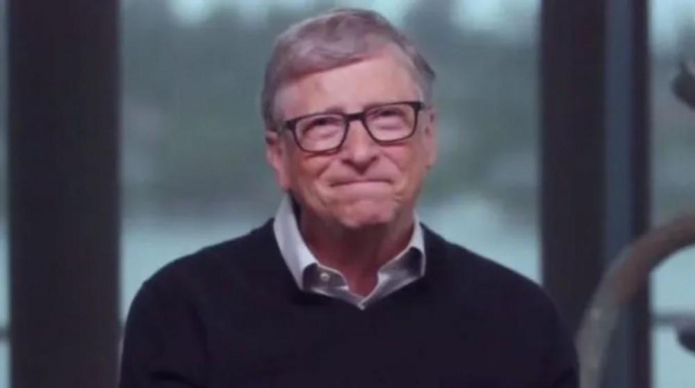 Bill Gates: koulut pidettävä kiinni vielä vuoden